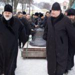 podem-10-novykh-kolokolov-na-kolokolnyu-svyato_troitskogo-sobora-2012-g_